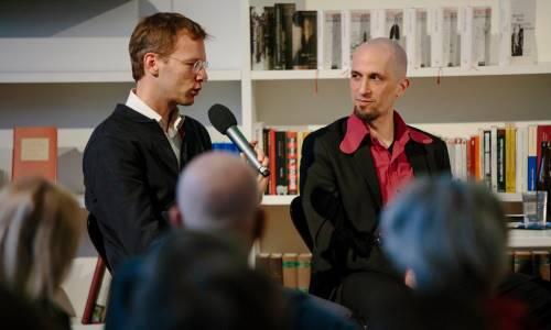 https://www.literaturportal-bayern.de/images/lpbblogs/autorblog/2018/8xAnkommen_Denijen_500.jpg