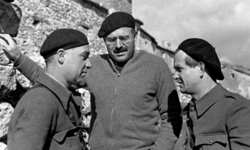 https://www.literaturportal-bayern.de/images/lpbblogs/autorblog/2018/klein/Ilya_Ehrenburg_and_Gustav_Regler_with_Hemingway_Spain_1937500.jpg