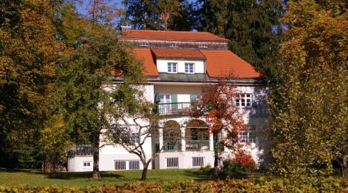 https://www.literaturportal-bayern.de/images/lpbblogs/autorblog/2019/gross/ThomasMannHausBadTlz_500.jpg