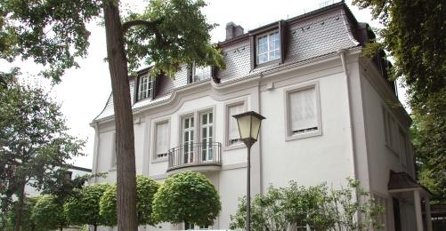https://www.literaturportal-bayern.de/images/lpbblogs/autorblog/2020/gross/Villa_Hallgarten_500.jpg