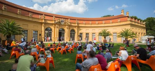 https://www.literaturportal-bayern.de/images/lpbblogs/instblog/2017/klein/OrangerieImSchlossgarten_500.jpg