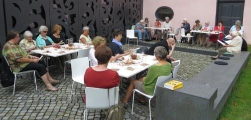 https://www.literaturportal-bayern.de/images/lpbblogs/instblog/2017/klein/Salon-am-08.07.2017_kl.jpg