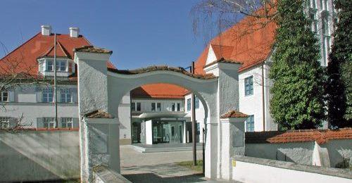 https://www.literaturportal-bayern.de/images/lpbblogs/instblog/2019/klein/Pflegschloss-Schrobenhausen-Aufmacher.jpg