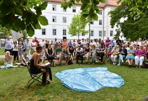 https://www.literaturportal-bayern.de/images/lpbblogs/instblog/2020/gross/Kunstnacht_Irsee_Lesung_500_klein.jpg