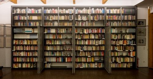 https://www.literaturportal-bayern.de/images/lpbblogs/instblog/2021/klein/Spurensuche_Lyrik-Bibliothek_500.jpg