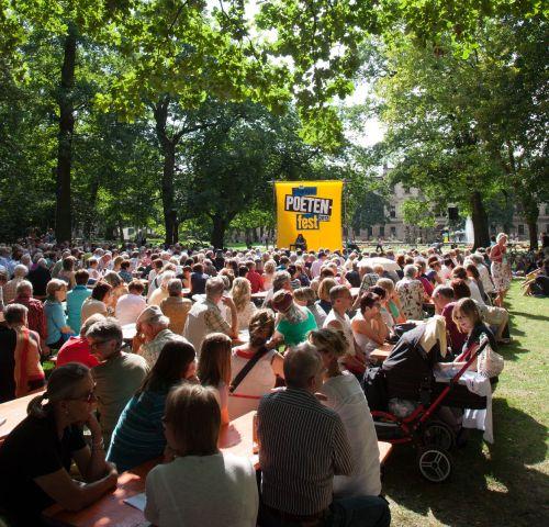 https://www.literaturportal-bayern.de/images/lpbblogs/instblog/klein/poetfest2012_hauptpodium_malter_500.jpg