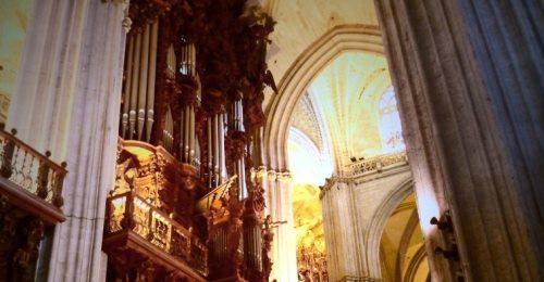 https://www.literaturportal-bayern.de/images/lpbblogs/loge/klein/loge503_Sevilla_Kathedrale_Orgel_500.jpg