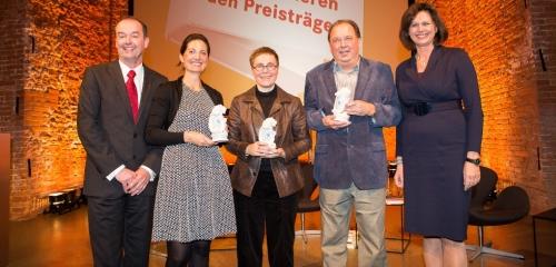 https://www.literaturportal-bayern.de/images/lpbblogs/redaktion/2015/klein/bayerischer_buchpreis_500.jpg