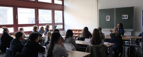 https://www.literaturportal-bayern.de/images/lpbblogs/redaktion/2016/klein/Schule_2_500.jpg