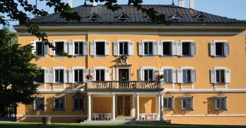 https://www.literaturportal-bayern.de/images/lpbinstitutions/2019/klein/Schloss_Suedfassade_500.jpg