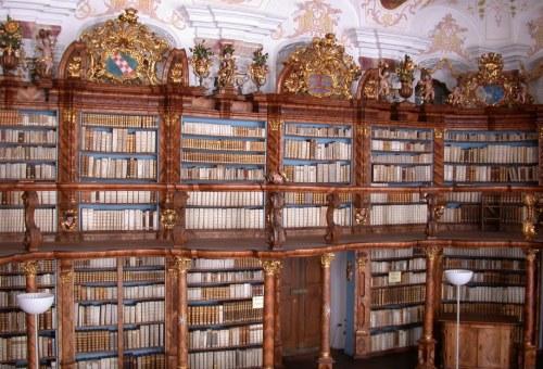 https://www.literaturportal-bayern.de/images/lpbinstitutions/NeubSB_saal_500.jpg