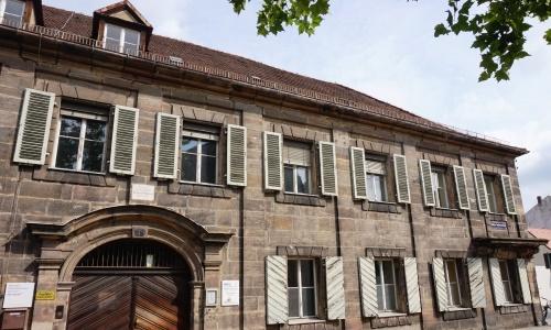 https://www.literaturportal-bayern.de/images/lpbplaces/2016/klein/Stadtmauer_500.jpg