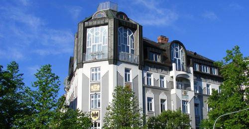 https://www.literaturportal-bayern.de/images/lpbplaces/2017/klein/Wappenhaus_Muenchen_500.jpg