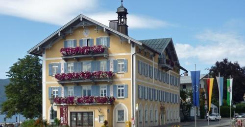 https://www.literaturportal-bayern.de/images/lpbplaces/2021/klein/Rathaus_500.jpg