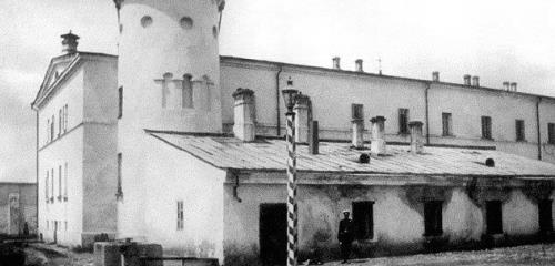 https://www.literaturportal-bayern.de/images/lpbthemes/2014/klein/amazone_Moscow_Butyrka_Prison_1890s_240.jpg