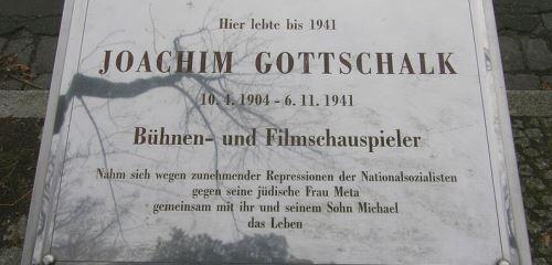 https://www.literaturportal-bayern.de/images/lpbthemes/2015/klein/kz_Gedenktafel_Joachim_Gottschalk_500.jpg