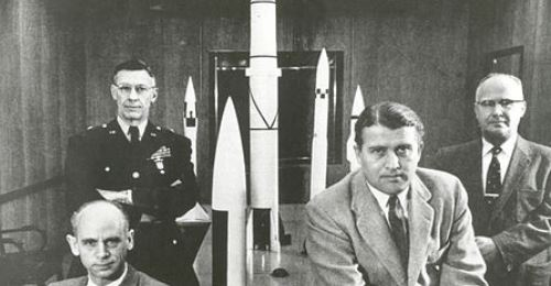 https://www.literaturportal-bayern.de/images/lpbthemes/2016/klein/Officials_of_the_Army_Ballistic_Missile_Agency_16316242630_500.jpg