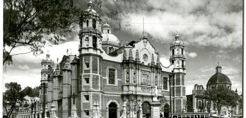 https://www.literaturportal-bayern.de/images/lpbthemes/2018/klein/Guadalupe_Basilica_500.jpg