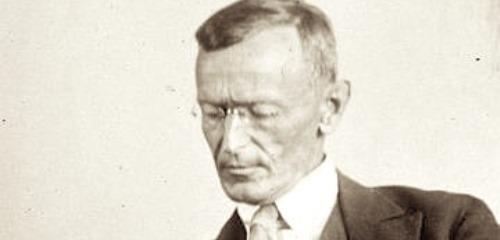 https://www.literaturportal-bayern.de/images/lpbthemes/2018/klein/Hermann_Hesse_1927_Photo_Gret_Widmann_500.jpg