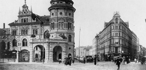 https://www.literaturportal-bayern.de/images/lpbthemes/rausch_papantoniou_loewenbraeukeller.jpg