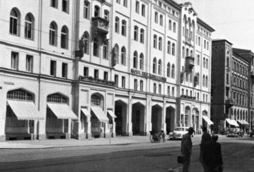 https://www.literaturportal-bayern.de/images/lpbthemes/rausch_uebernachten.jpg